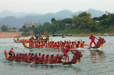 Tham gia lễ hội đua thuyền khi du lịch Phú Quốc