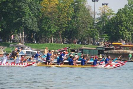 Hội đua ghe truyền thống ở Huế