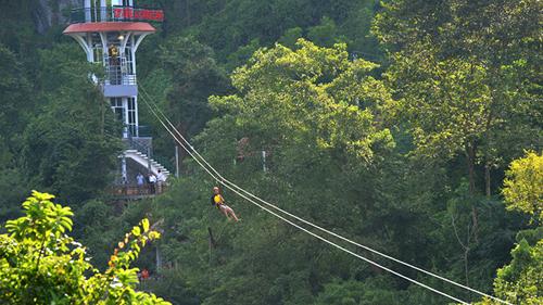 Đu dây trên không Zip line - Loại hình du lịch mới ở Phong Nha - Kẻ Bàng