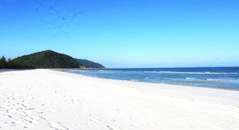 Bãi biển Minh Châu Hạ Long