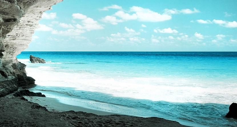 Bãi biển Ngọc Vừng Hạ Long