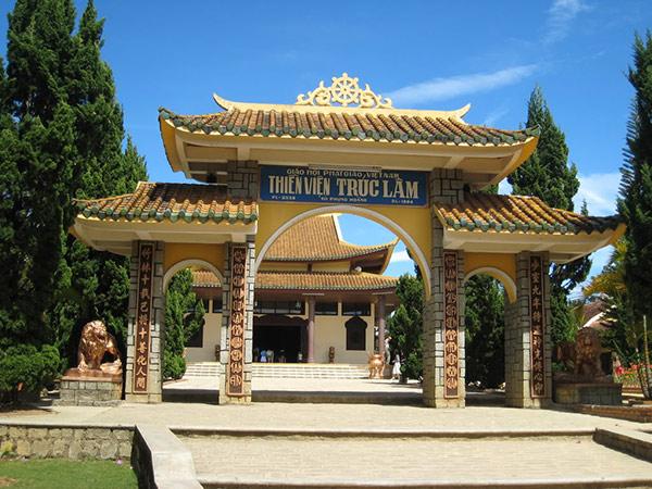 Thiền viện Trúc Lâm nhìn từ xa