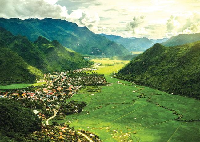 Mai Châu - Hòa Bình hiện là điểm du lịch thu hút đông đảo du khách trong và ngoài nước