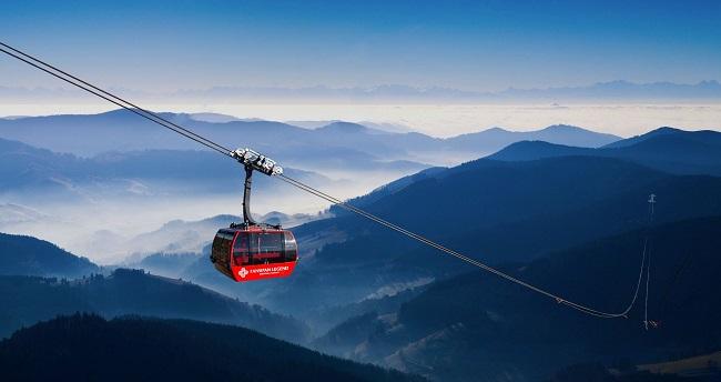 Cáp treo đưa du khách lên đỉnh Fansipan