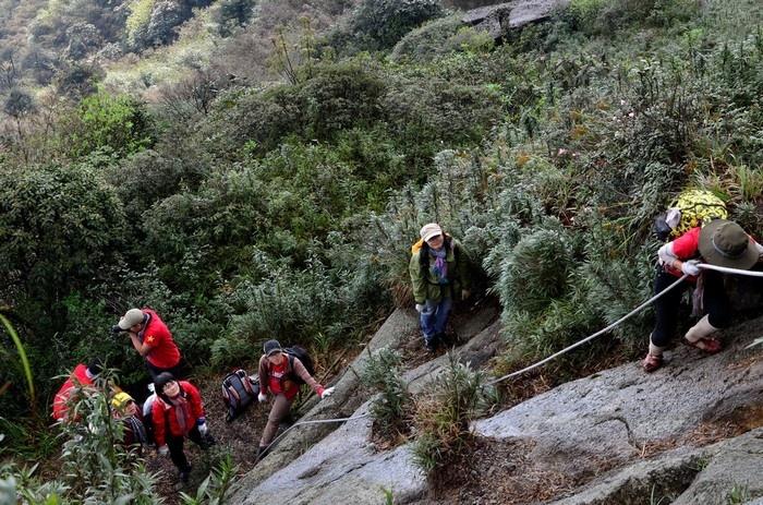 Đoạn đường núi dốc khi leo núi