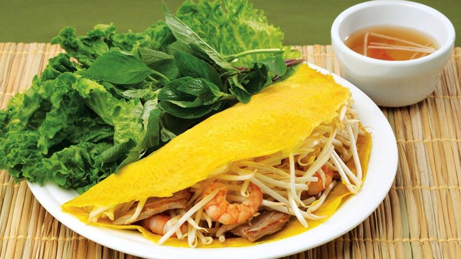 Ẩm thực đường phố miền Trung nổi tiếng với các loại bánh hấp dẫn